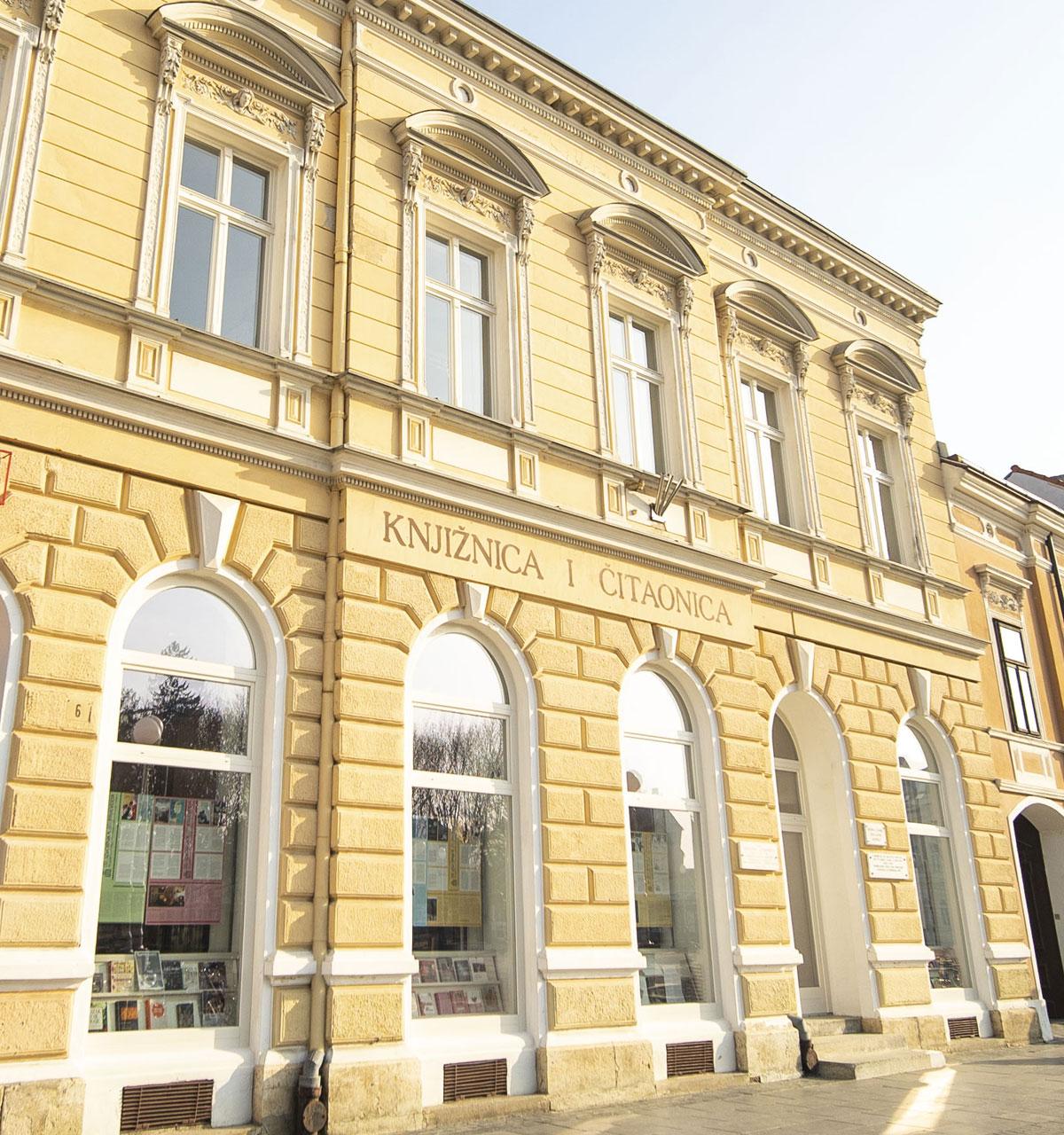 Knjižnica Fran Galović - glavni ulaz