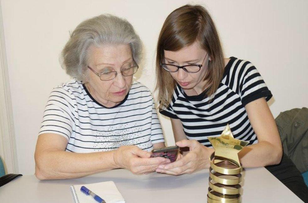 Mala škola korištenja pametnih telefona za starije